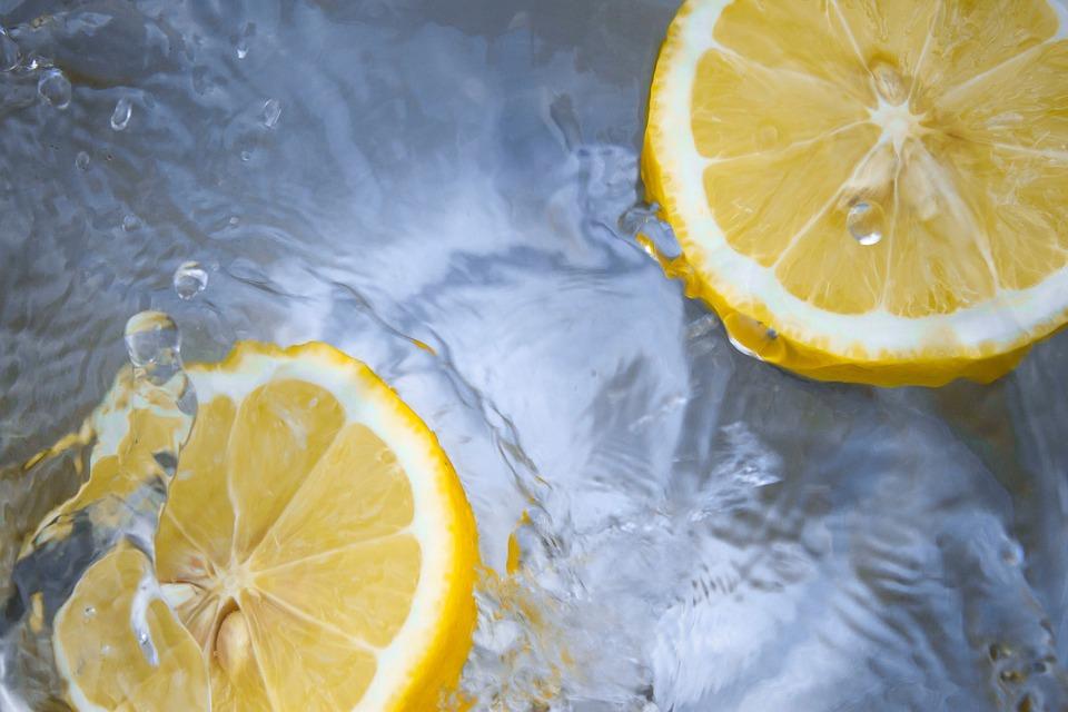 Dodržujte pitný režim díky nápojům, které podporují hubnutí