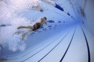 Plavání během zimy upřednostňujte